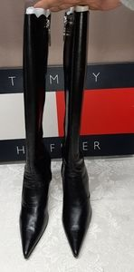 Tommy Hilfiger size 9 1/2 black leather boots
